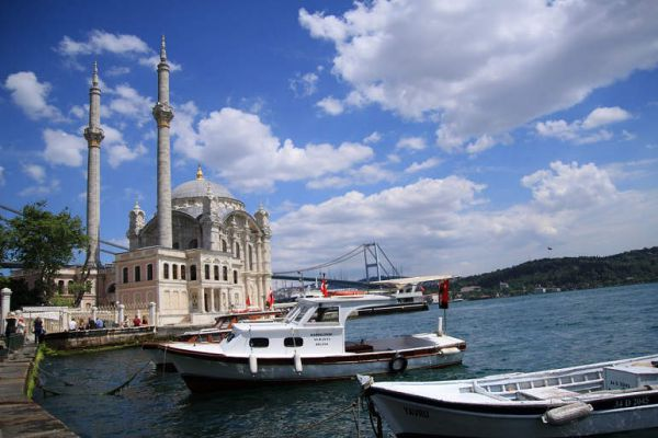 Ortaköy Mosque by the see with Bosphorus bridge behind it from the district Ortaköy, Istanbul, Turkey (by Sarin Simonyan)