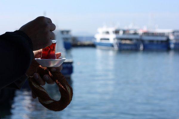 Best Trio: Ferry – Simit – Tea (Istanbul, Turkey).